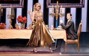taylor-swift-performs-at-2014-american-music-awards-in-los-angeles_7