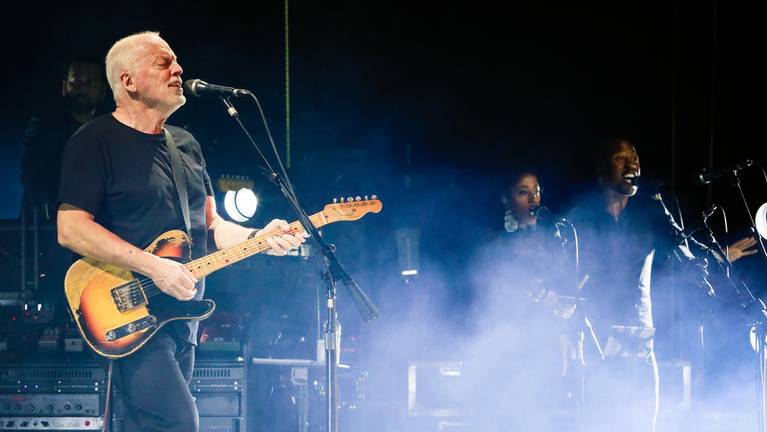 Watch Pink Floyd's David Gilmour Perform